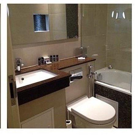 Blakemore Hyde Park: Bathroom