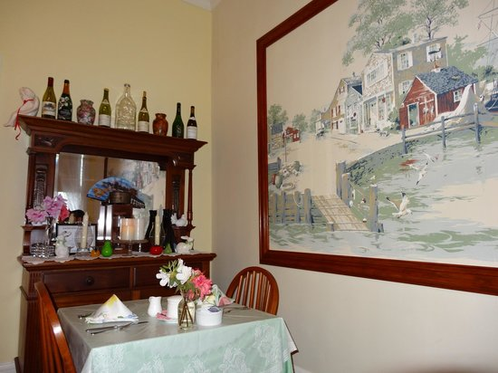 Captain's Quarters Inn: Comedor