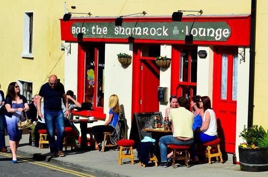 Roundstone, Ireland: EVER SUNNY AT THE SHAMROCK BAR