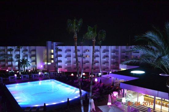 Hotel Garbi Ibiza & Spa: La Piscina di notte