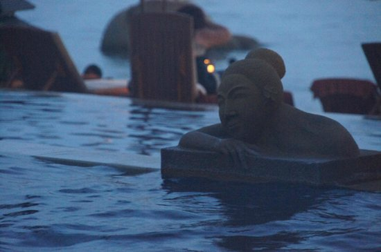 Renaissance Koh Samui Resort & Spa : Pool by the evening