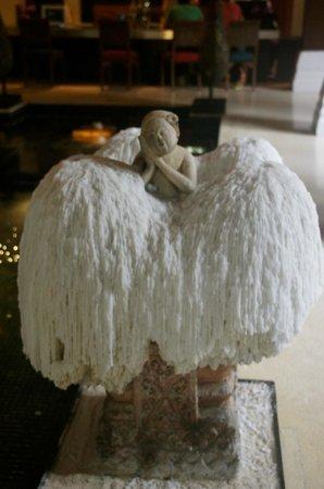 Renaissance Koh Samui Resort & Spa : Reception Wax Art!