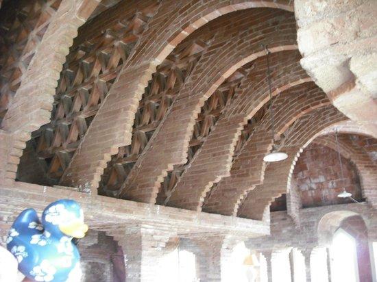 """Torre Bellesguard Antoni Gaudi: El """"tesoro de Gaudí"""" la habitacion incompleta que muestra el secreto de las estructuras de este"""