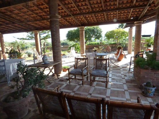 Villa Chiarenza Maison d'Hotes: Patio esterno