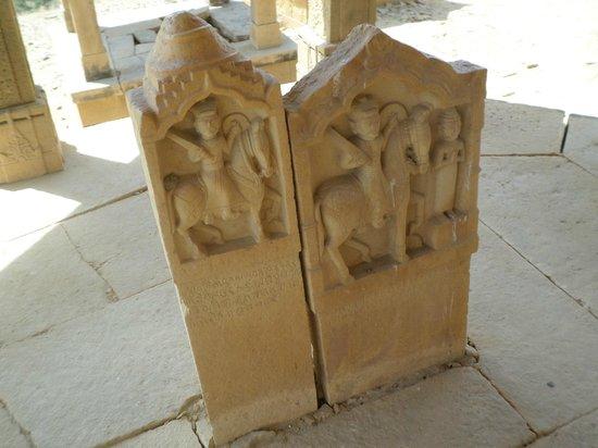 Bada Bagh: stèles
