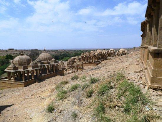 Bada Bagh: vue d' ensemble du haut de la colline de sable