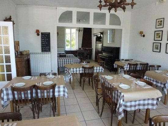 Auberge de Chassignolles: Dining Room