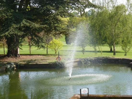 Breadsall Priory Marriott Hotel & Country Club: gardens