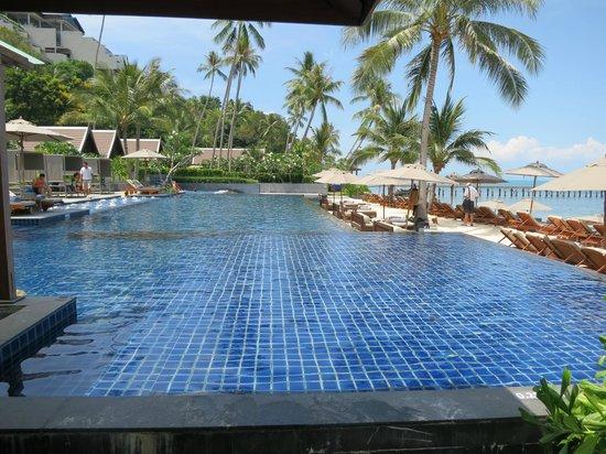 InterContinental Samui Baan Taling Ngam Resort: Pool am Strand