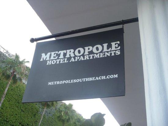Metropole Apartments: Entrance