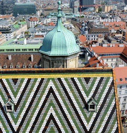 Historisches Zentrum von Wien: Detail of Stephandom's tiled roof.