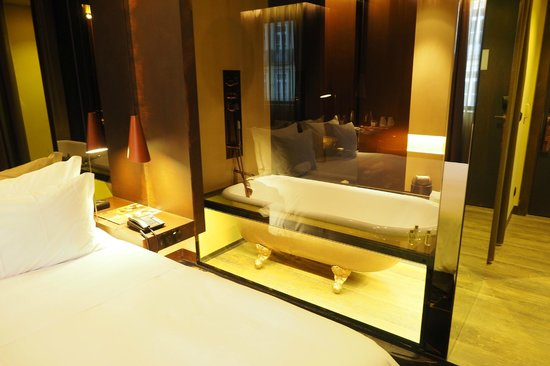 Hotel Teatro Porto : Cool bathtub feature