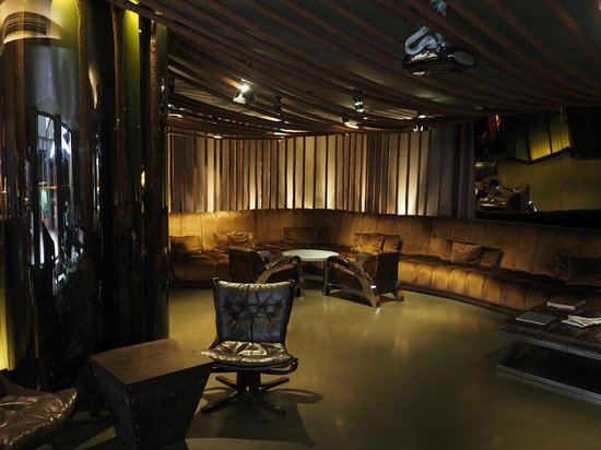 Swanky hotel lounge picture of hotel teatro porto porto for Swanky hotel