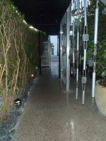 Metropole Apartments: Walkway to check-in (Very Pretty)