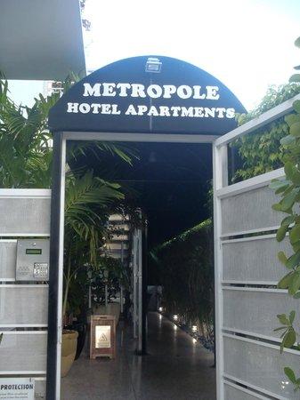Metropole Apartments: Entrance!