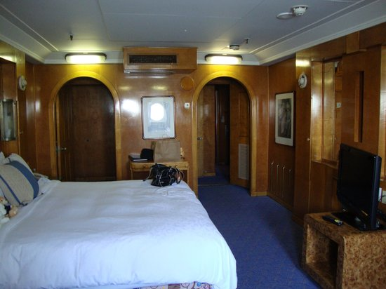 The Queen Mary : One of the many cabins we've stayed in