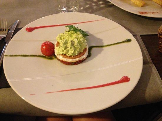 Restaurant La Villa: entrée avocat tomate chèvre