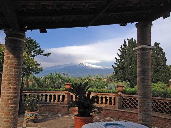 Villa Chiarenza Maison d'Hotes: Panorama dal patio