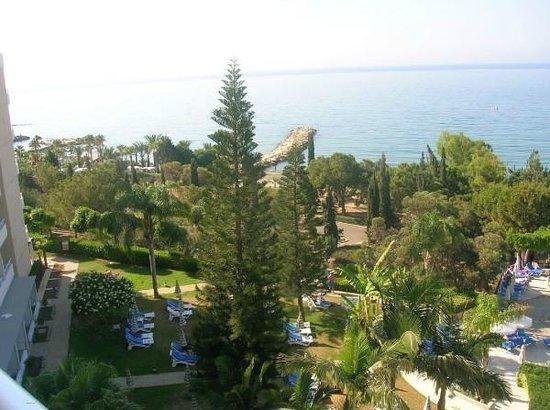 Mediterranean Beach Hotel: Вид из номера