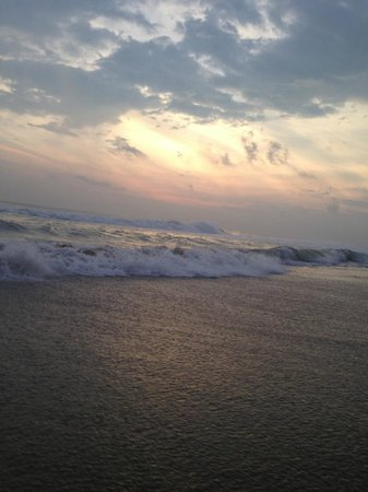 Varkala Beach: Nice waves