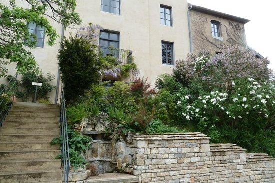 Hôtel Le Sauvage : Le jardin