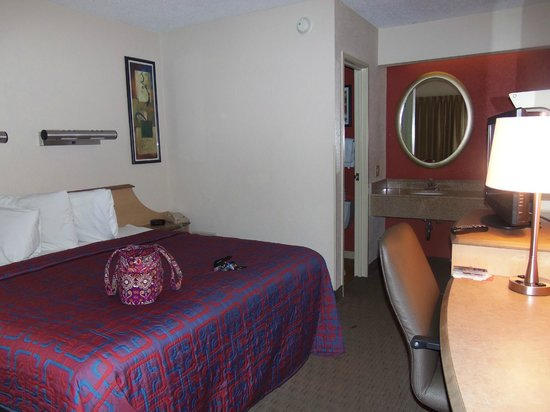 Red Roof Inn Dayton North Airport: The cheapest room was still over $80