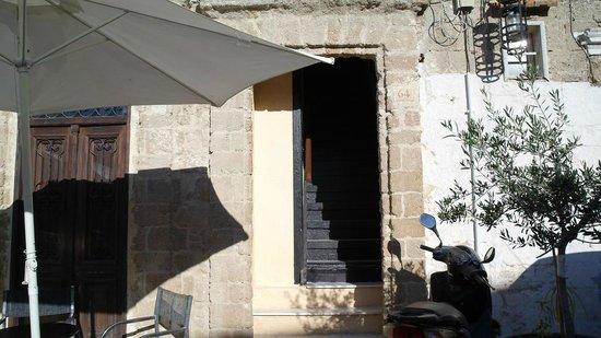 Saint Michel: Часть номеров отеля в соседнем доме