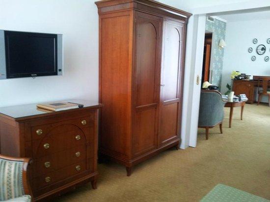 Hotel Am Parkring: Schlafzimmer auch mit kleinem Fernseher