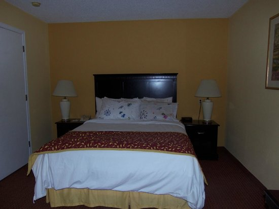 Hawthorn Suites by Wyndham Dayton North: Comfy bed