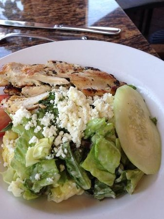 Zov's Cafe Bakery & Bar: salad with chicken