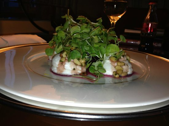 St. Pancras Renaissance Hotel London: Beet carpaccio salad with goat cheese