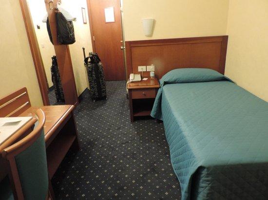 Hotel Raffaello Firenze: Quarto standard
