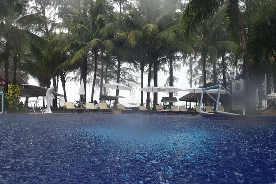 Best Western Premier Bangtao Beach Resort & Spa: it rains too