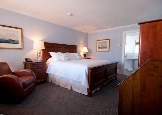 The Whaler's Inn: Our Stoningston House features newly renovated bathrooms.