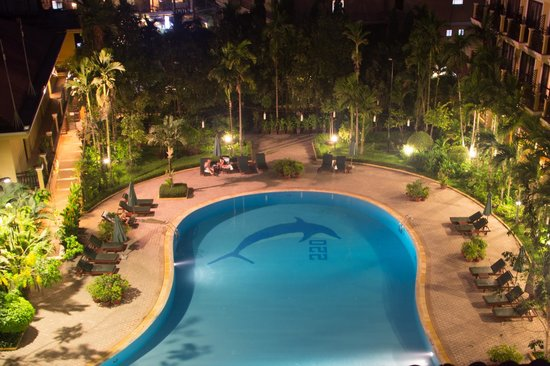 Angkor Paradise Hotel : View of the pool from the balcony