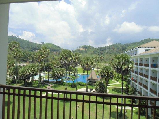 Naithonburi Beach Resort: местность вокруг отеля