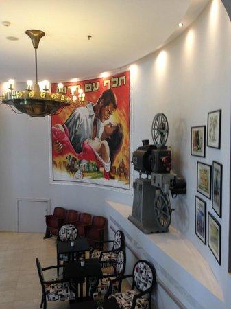 Cinema Hotel Tel Aviv - an Atlas Boutique Hotel : Diversi reperti sono presenti ovunque in hotel