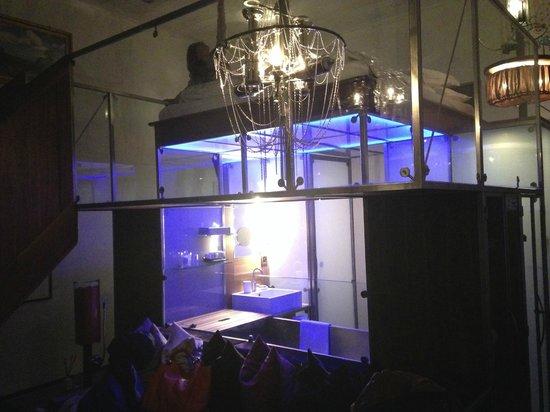 Backstage Hotel Vernissage: Cube room