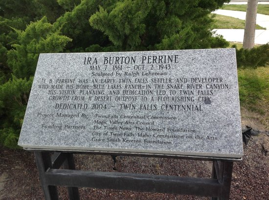 Snake River Canyon Trail: Perrine Memorial Plaque