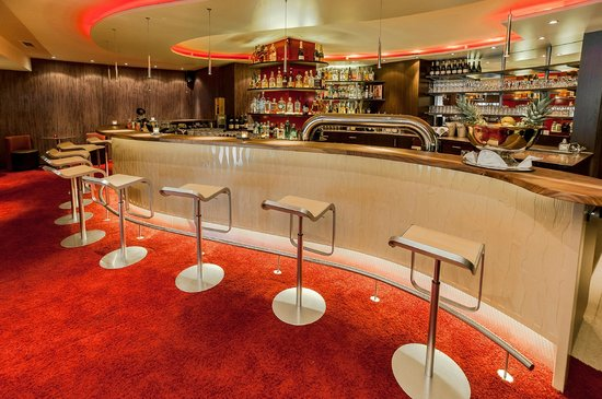 Hotel Am Hopfensee: Bar N. 10 mit der größten Gin-Auswahl im Allgäu