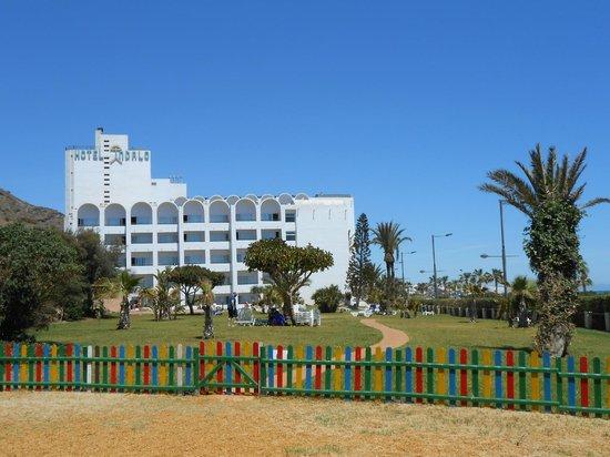 Best Indalo: Vista del hotel desde el jardín infantil
