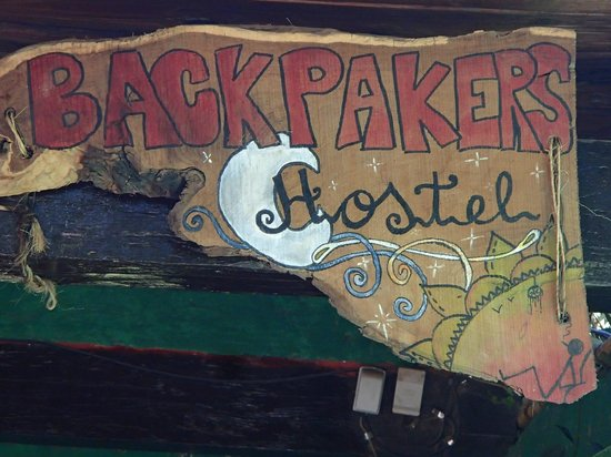 Cafayate Backpackers Hostel: Cartel en el frente