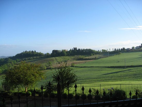 Antico Borgo San Lorenzo: View from road to hill nearby