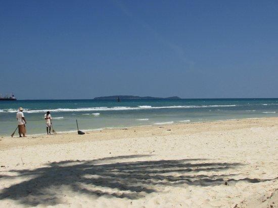 Kantary Bay, Phuket : Beach at the sister hotel