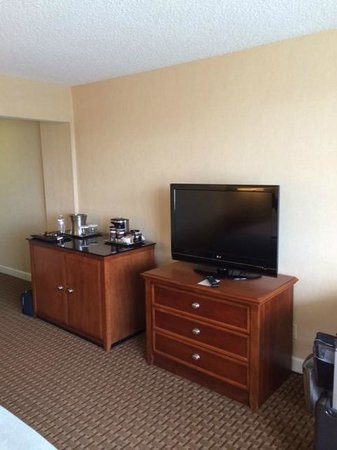 DoubleTree by Hilton Baltimore North - Pikesville : Bedroom