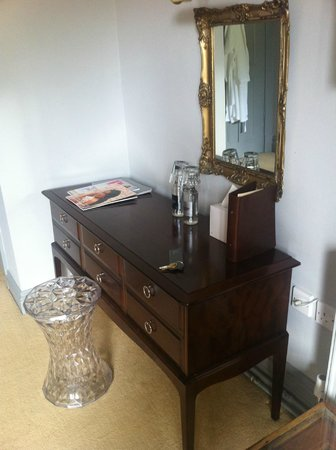 Hammet House: dresser in 'good' room