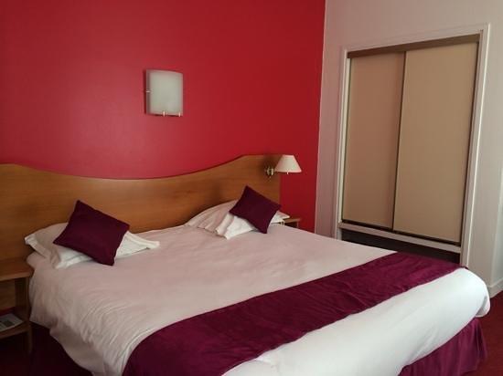 Hôtel le Clocher de Rodez : chambre 103.