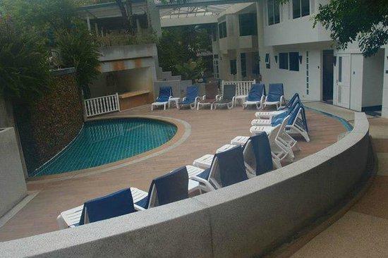 Krabi Tipa Resort: pool side