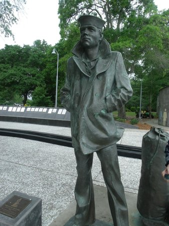 Riverfront Park : One of the statues at the Naval Base Memorial
