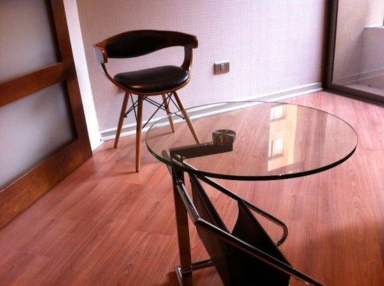 Altura Suites: Sala de estar